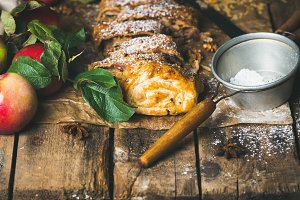 Apple strudel cake with cinnamon