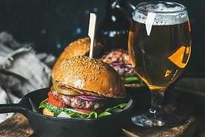 Beef burgers with crispy bacon