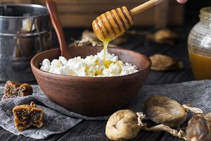 cottage cheese with honey and figs