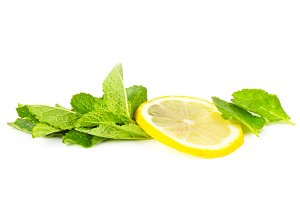 Slice of lemon and mint