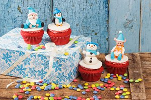 Cupcakes with old wooden background