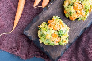 Vegetable bites with carrots and greens