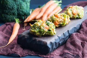 Vegetarian fritters with carrots and broccoli