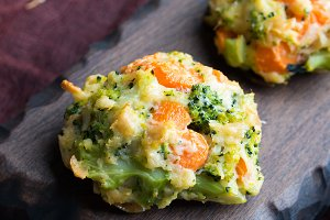 Vegetarian meatballs with carrots and broccoli