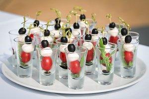 mozzarella olive tomato canape