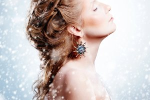 Winter woman with Christmas Make-up