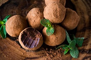 Chocolate and mint truffles