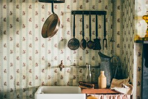 A photo of an old vintage kitchen