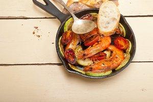 shrimps on iron skillet pan