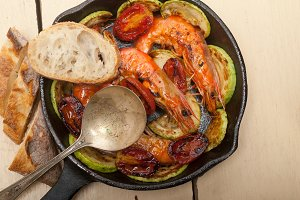 shrimps on iron skillet pan