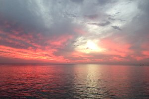 Sea's sunset in red colors