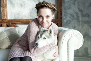 Young beautiful pregnant woman with husky