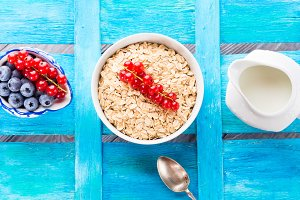 Healthy breakfast with rolled oats