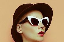 Lady Stylish Retro Vintage