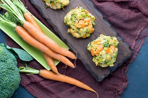 Vegetable patties with carrots and broccoli