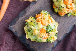 Vegetable bites with carrots and broccoli