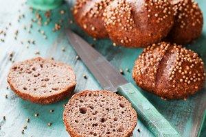 Rye sandwich buns with coriander