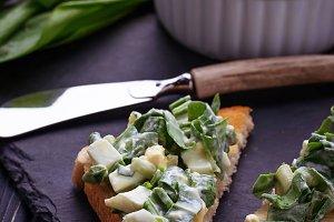 Bruschetta with ramson salad