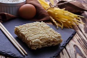 Dry Chinese egg noodles and ramen