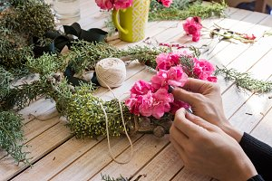 Creating a xmas wreath with flowers