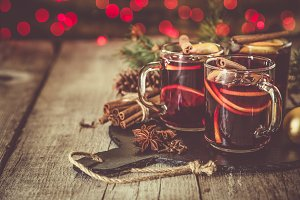 Mulled wine in glass cups