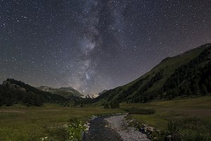 Milky way over landfield