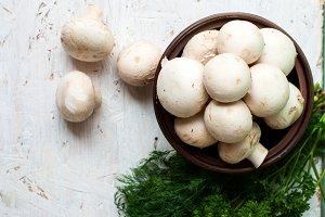 Raw mushrooms in a bowl