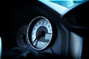 Dashboard tachometer