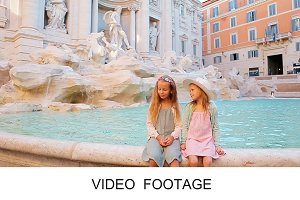 Beautiful girls Fontana di Trevi