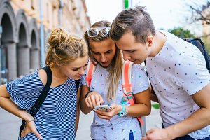 friends looking at smart phone