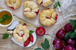 Flaky pastry with berry filling