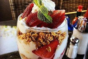 Parfait Granola Berry Breakfast