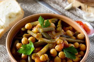 stewed chickpeas with tomatoes