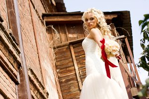 bride in amazing wedding dress