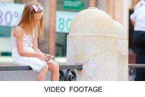 Girl cellphone near Fontana di Trevi