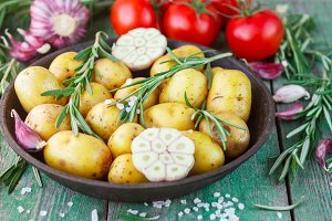 Potatoes for roasting with rosemary