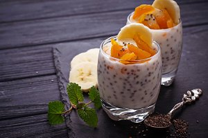 Dessert with chia and banana