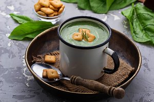 Spinach cream soup