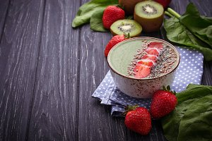 Smoothie bowl with spinach