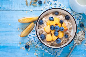 Oatmeal with peach and blueberries.