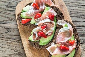 Avocado - prosciutto Sandwiches