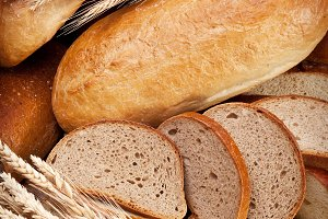 Different bread and bread slices.
