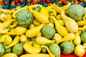 Squash in a bulk display at the mark