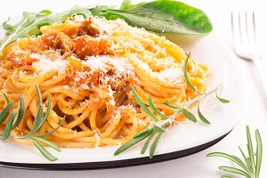 Cooked spaghetti with herbs