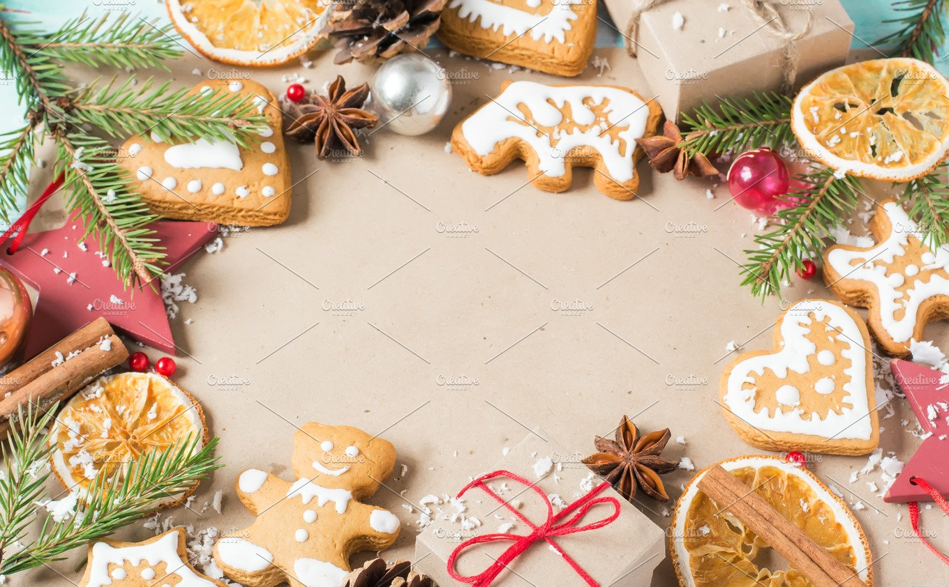 Background gifts, fir branches, cones and Christmas cookies ...