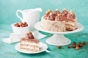Meringue hazelnut cake with chocolate cream