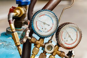 gas cylinder with manifold gauge