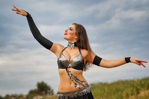 Girl dancing belly dance.