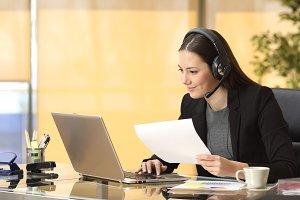 Freelance operator working online