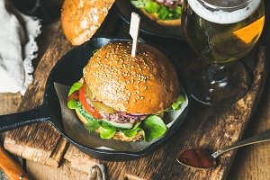 Beef burgers with dark beer